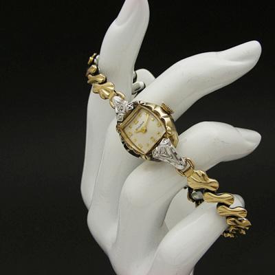 ブローバ ダイヤ装飾 偶数時インデックス レディースウオッチ 箱付き