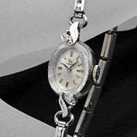 オメガ ダイヤ装飾 14KWG オーバルケース アンティーク 手巻き レディースウオッチ
