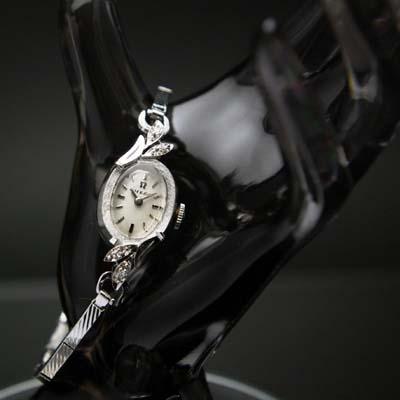 オメガ オーバルシェイプ 14KWG ボタニカルデザイン ダイヤ装飾 レディースアンティークウオッチ