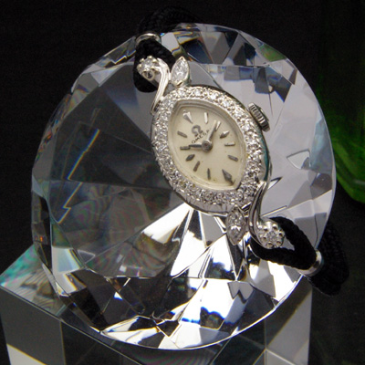 オメガ アーモンドフェイス 14KWG ダイヤ取り巻き レディースアンティークウオッチ 分解掃除済み