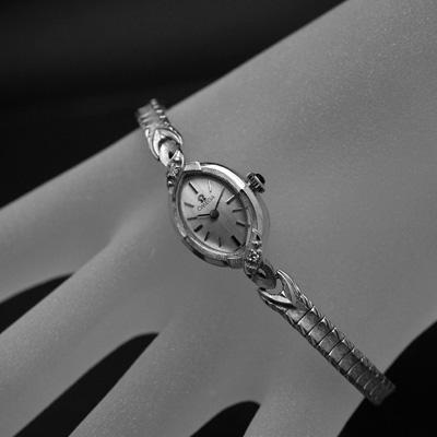 オメガ アーモンドフェイス 14KWG ワンポイントダイヤ装飾 レディースアンティークウオッチ 分解掃除済み